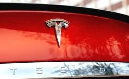 Tesla, 30.000 aracın satışı için çalışanlarından yardım istiyor