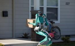 Ford'un yeni teslimat robotu, paketleri kapı önüne kadar bırakıyor.